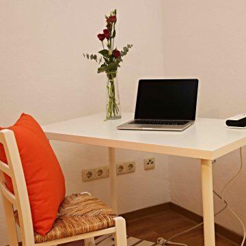 Fewo Schreibtisch